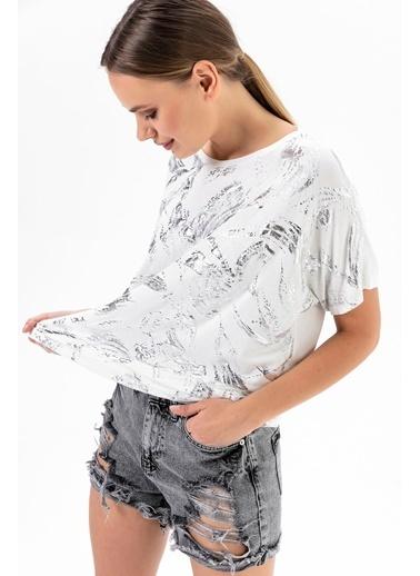 Emjey Düşük Kol  T-Shirt Beyaz